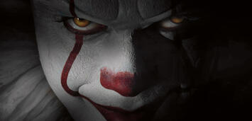 Bild zu:  Bill Skarsgård als Clown Pennywise in Es
