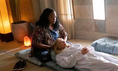 The White Lotus, The White Lotus - Staffel 1 mit Jennifer Coolidge - Bild 1