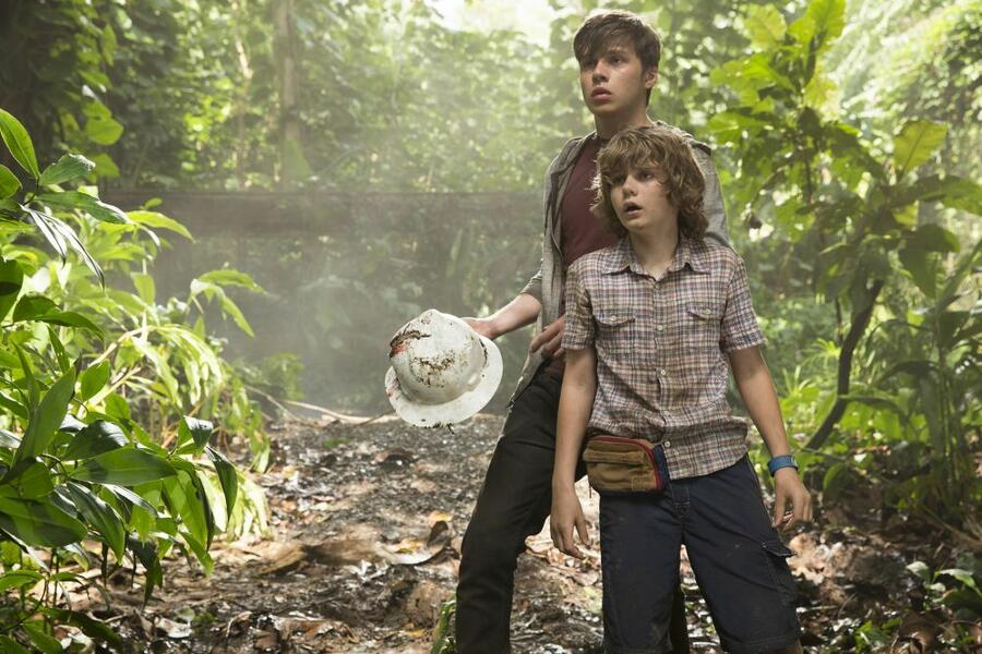 Jurassic World mit Nick Robinson und Ty Simpkins