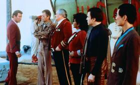 Star Trek IV - Zurück in die Gegenwart mit William Shatner, George Takei, DeForest Kelley, Walter Koenig, James Doohan und Nichelle Nichols - Bild 17