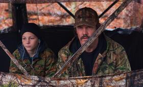 Das Vermächtnis des Weißwedelhirschjägers mit Josh Brolin und Montana Jordan - Bild 5