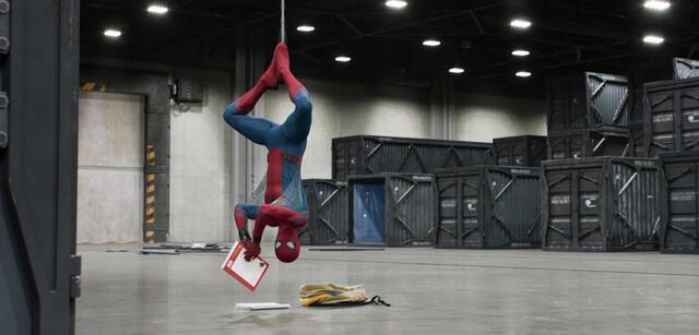 Spider-Man: Homecoming:Jeder vertreibt sich die Zeit bis zu den Post-Credit-Szenen anders.