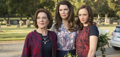 Emily Bishop, Lauren Graham und Alexis Bledel in Gilmore Girls: Ein neues Jahr