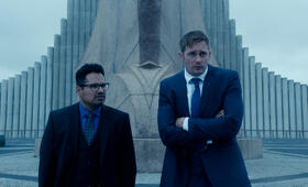 Dirty Cops - War on Everyone mit Alexander Skarsgård und Michael Peña - Bild 40