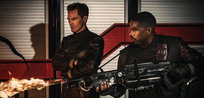 Michael Shannon und Michael B. Jordan in Fahrenheit 451