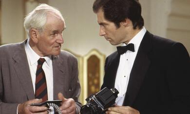 James Bond 007 - Lizenz zum Töten mit Timothy Dalton und Desmond Llewelyn - Bild 11