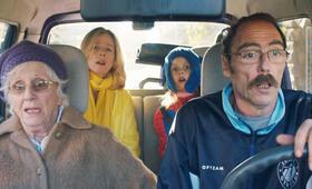 Das unerwartete Glück der Familie Payan mit Karin Viard, Philippe Rebbot, Hélène Vincent und Stella Fenouillet - Bild 3