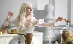 Alice im Wunderland mit Anne Hathaway - Bild 5