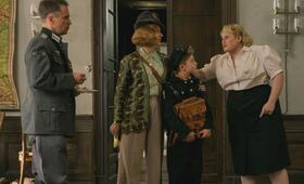 Jojo Rabbit mit Scarlett Johansson, Rebel Wilson und Roman Griffin Davis - Bild 10