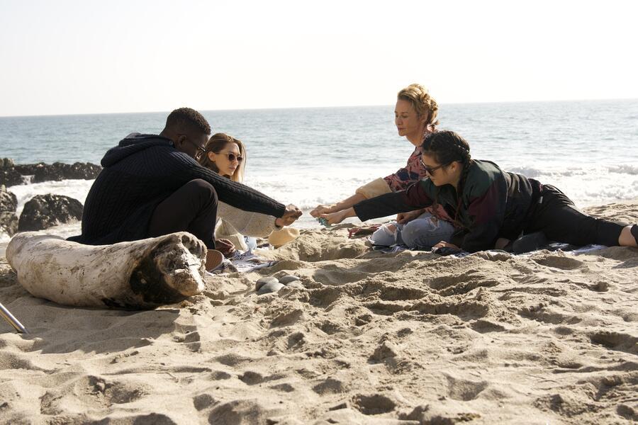 Sorry for Your Loss, Sorry for Your Loss - Staffel 1 mit Elizabeth Olsen, Janet McTeer, Kelly Marie Tran und Mamoudou Athie
