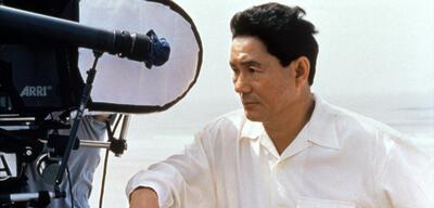 Takeshi Kitano auf dem Set von Kikujiros Sommer (1999)