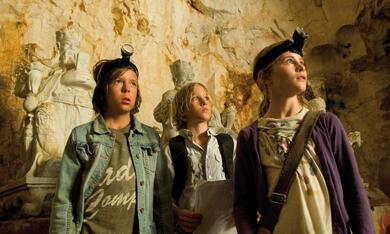 Wie geht es weiter zum Mondscheinpalast? Patrick (Bruno Schubert), Luk (Justus Kammerer) und Biggi (Helena Siegmund-Schultze) im Berg der 1000 Drachen. - Bild 12