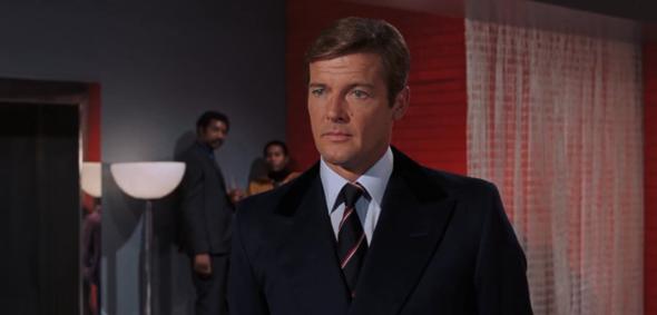 Roger Moore als James Bond in Leben und sterben lassen