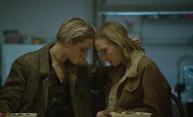 A Worthy Companion mit Evan Rachel Wood und Julia Sarah Stone - Bild 14