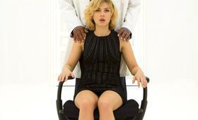 Lucy mit Scarlett Johansson und Morgan Freeman - Bild 1
