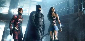 Bild zu:  Die Justice League-Mitglieder Flash, Batman und Wonder Woman