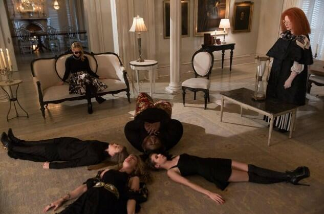 American Horror Story Staffel 3 mit Emma Roberts, Taissa Farmiga, Sarah Paulson, Frances Conroy und Gabourey Sidibe