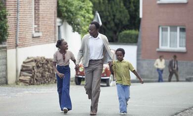 Ein Dorf sieht schwarz mit Marc Zinga, Médina Diarra und Bayron Lebli - Bild 6