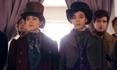 Dickinson, Dickinson - Staffel 1 mit Hailee Steinfeld und Ella Hunt - Bild 1