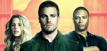 Bild zu:  Felicity, Oliver und John in Arrow