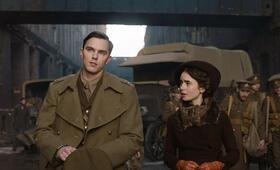 Tolkien mit Nicholas Hoult und Lily Collins - Bild 2