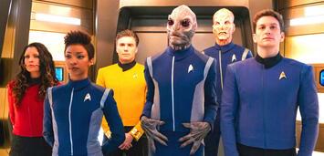 Bild zu:  Crew-Versammlung im Turbolift von Star Trek: Discovery