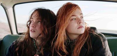 Alice Englert und Elle Fanning in Ginger & Rosa