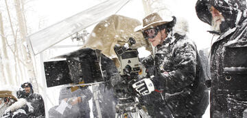 Quentin Tarantino (an Kamera) am Set von The Hateful 8