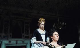 The Favourite mit Emma Stone und Olivia Colman - Bild 3