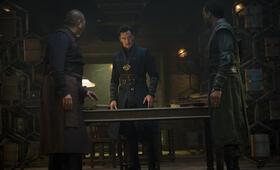 Doctor Strange mit Benedict Cumberbatch und Benedict Wong - Bild 96