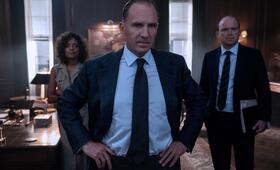 James Bond 007 - Keine Zeit zu sterben mit Ralph Fiennes, Naomie Harris und Rory Kinnear - Bild 5
