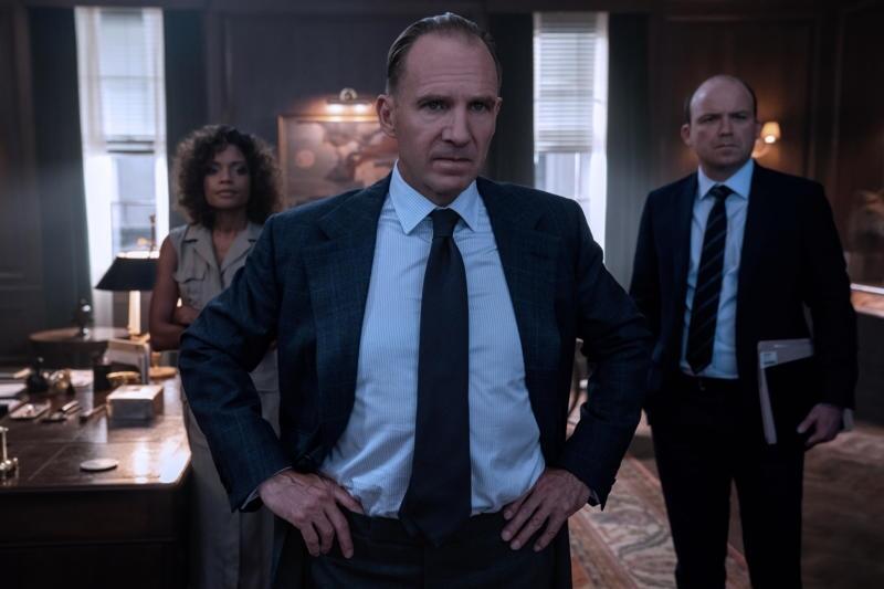 James Bond 007 - Keine Zeit zu sterben mit Ralph Fiennes, Naomie Harris und Rory Kinnear