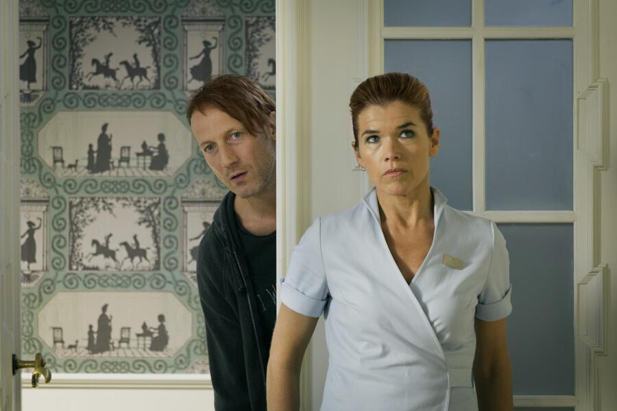 Happy Burnout mit Wotan Wilke Möhring und Anke Engelke