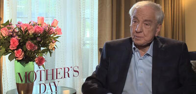 Garry Marshall bei einem Interview zu Mother's Day