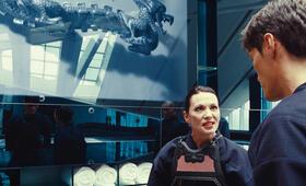 Q (Iris Berben) macht ihrem Sohn Munroe (Stipe Erceg) deutlich, dass er den verschwundenen Schlüssel besorgen soll - egal wie. - Bild 28