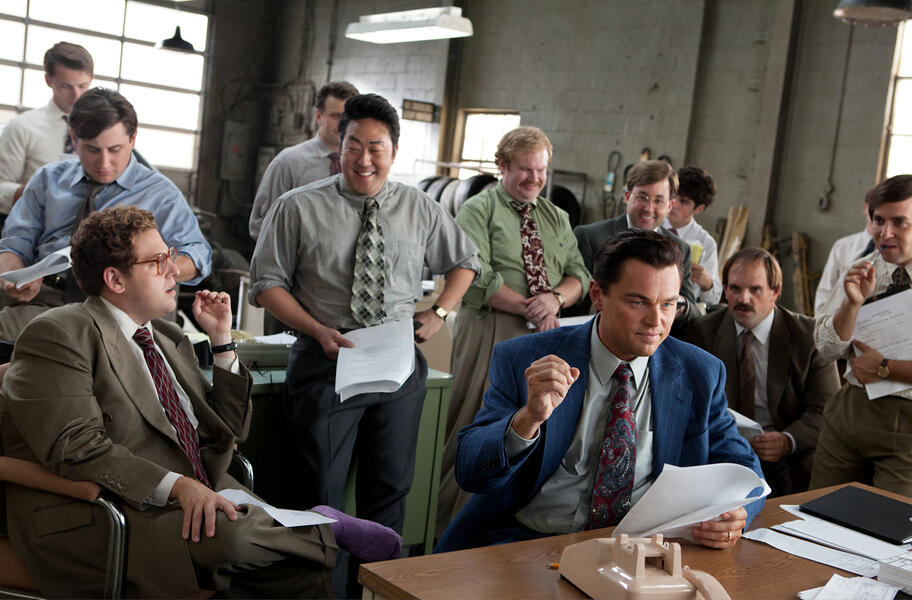The Wolf of Wall Street mit Leonardo DiCaprio, Jonah Hill und Kenneth Choi