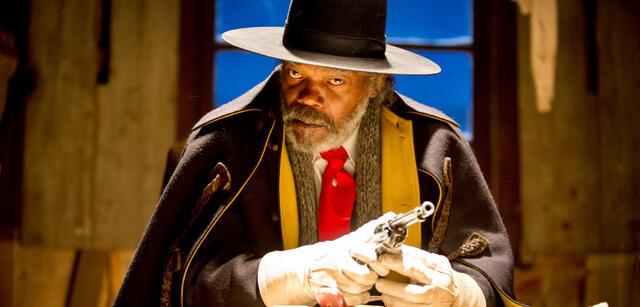 Samuel L. Jackson lauscht gespannt