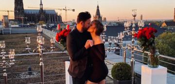 Die Verlobung von Michael Wendler und Laura Müller auf einer Terrasse vor dem Kölner Dom