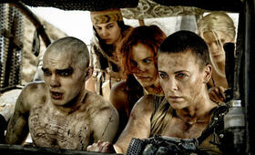 Mad Max: Fury Road mit Charlize Theron, Nicholas Hoult, Riley Keough, Abbey Lee und Courtney Eaton - Bild 6