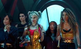 Birds of Prey: The Emancipation of Harley Quinn mit Margot Robbie, Mary Elizabeth Winstead, Rosie Perez, Jurnee Smollett-Bell und Ella Jay Basco - Bild 13
