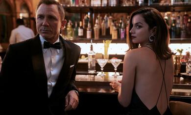 James Bond 007 - Keine Zeit zu sterben mit Daniel Craig und Ana de Armas - Bild 10