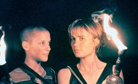 Pitch Black - Planet der Finsternis mit Radha Mitchell und Rhiana Griffith - Bild 23