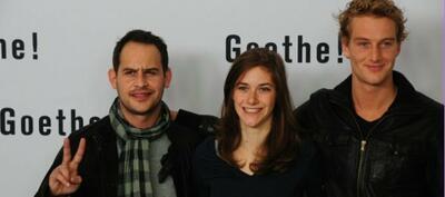 """Miriam Stein (Mitte) steht auch im Film als Charlotte """"Lotte"""" Buff zwischen Moritz Bleibtreu (als Albert Kestner) und Alexander Fehling (als Johann Goethe)"""