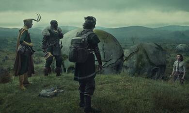 Loki, Loki - Staffel 1, Loki - Staffel 1 Episode 5 mit Tom Hiddleston, Richard E. Grant, Deobia Oparei und Jack Veal - Bild 3