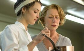 Charlotte Le Bon in Madame Mallory und der Duft von Curry - Bild 13