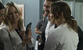 Grey's Anatomy - Die jungen Ärzte - Staffel 14, Grey's Anatomy - Die jungen Ärzte - Staffel 14 Episode 9 mit Bethany Joy Lenz, Matthew Morrison, Jessica Capshaw und Camilla Luddington - Bild 39