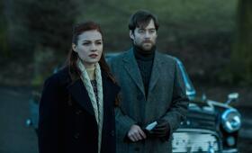 Outlander, Staffel 2 mit Richard Rankin und Sophie Skelton - Bild 7