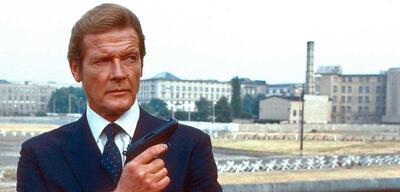 Roger Moore als der James Bond mit der gezückten Augenbraue