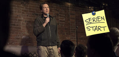 Pete Holmes in der neuen HBO-Serie Crashing