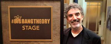 Chuck Lorre am Set von The Big Bang Theory